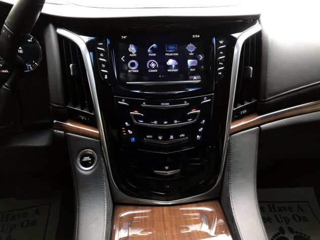2017 Cadillac Escalade Reacquired Luxury 2WD 4dr Luxury Gas V8 6.2L/376 full
